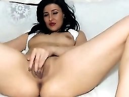 Dark-haired slut teasing vagina fingering show on livec