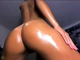 Greasy soaked naked blonde bitch on cam fingering her pi th