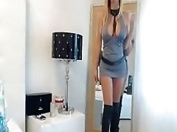 Watch this super hot girl masturbate
