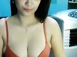 Exotic chick tries her new bras on in front of a dirty chat