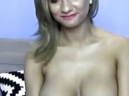 Cute breasty solo livecam girl