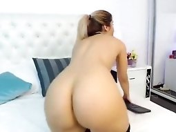 AylinAysun fingering and fucking her pussy
