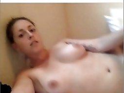 Homemade girl playing ass with butt plug on