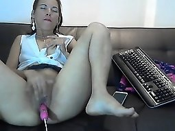 Big booty girl buries a sex toy in her pussy and enjoys str