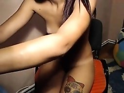 Fingering small girl gets facialized on livecam