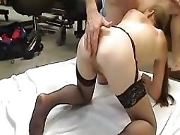 Nerd makes a sextape with his gf on a sheet on the floor
