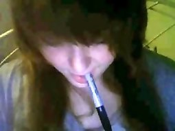 Weird teen fisting herself in front of the webcam