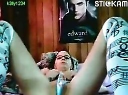 22yo Stickam Girl 039k3lly1234039 Masturbates With A Hairbrush